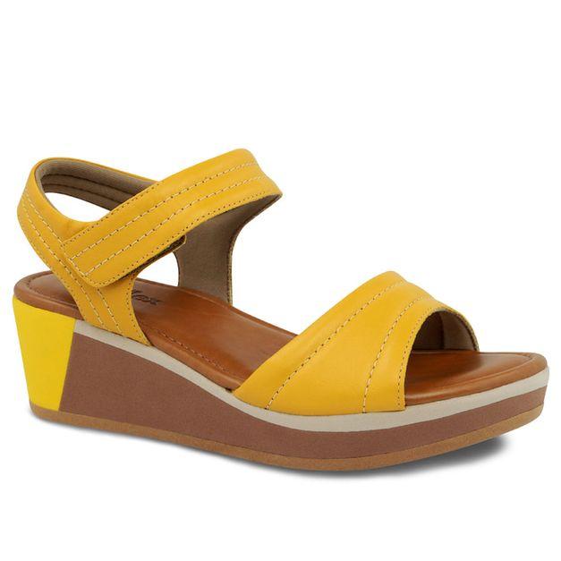 Sandália amarela com velcro 33