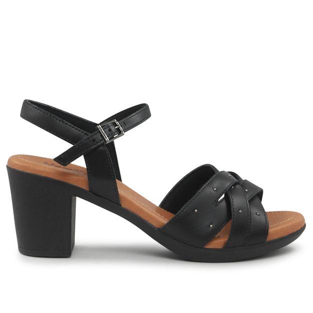 Sandália preta com tachinhas 35