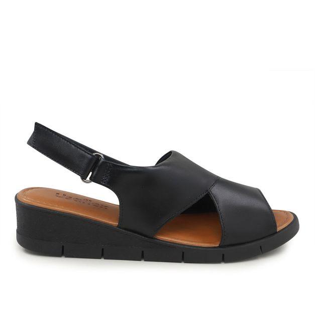 Sandália preto com velcro 34