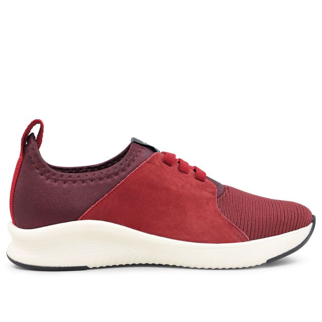 Tênis vermelho com cadarço em elástico 35