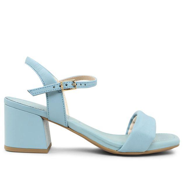 Sandália lisa azul claro com salto médio 33