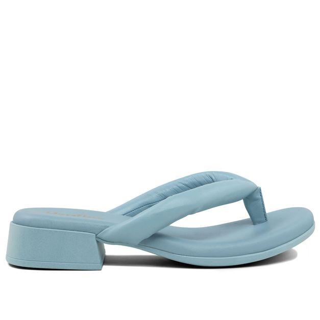 Chinelo em pelica azul claro 33