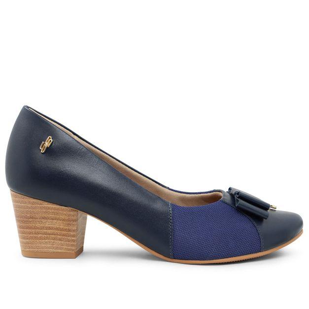Scarpin azul com laço e pingente 33