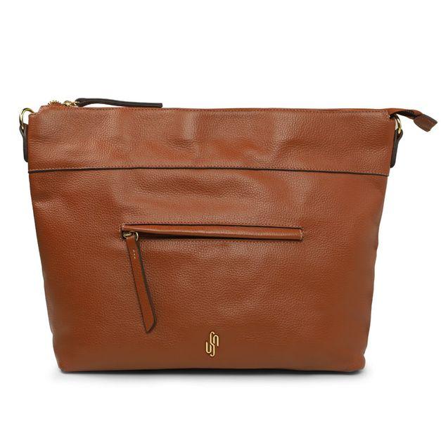 Bolsa marrom com alça de ombro e longa